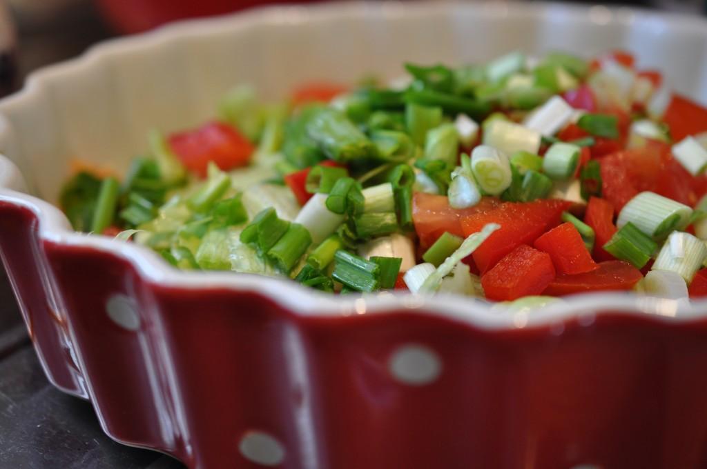 Salat med peberfrugt og forårsløg opskrift