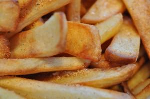 Flensted store pommes frites med flagesalt og pommes frites krydderi