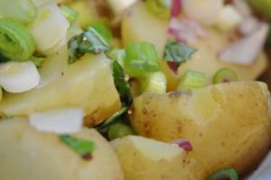 Kold kartoffelsalat med eddike olie dressing