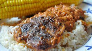 Koteletter i fad i flødesauce - opskrift til stegeso