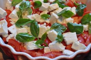 Tomatsalat med feta & basilikum - nem opskrift