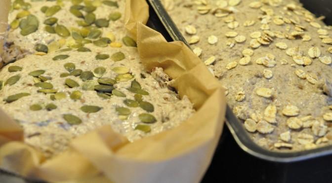 Sprødt yoghurtrugbrød med bygflager og græskarkerner
