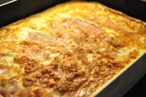 Æggekage med ost, skinke og bacon ovnbagt
