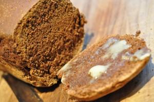 Ølkage opskrift på nem krydderkage med smør