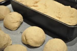 Grahamsbrød og grahamsboller - nem opskrift