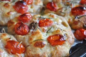 Foccacia med ost, bacon & tomat - koldhævet