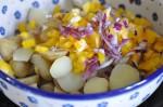 Kartoffelsalat med pesto, rødløg & peberfrugt