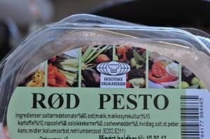 Pastasalat med pesto og tomater - opskrift
