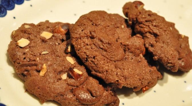 Nemme sprøde cookies med hasselnødder og chokolade