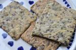 Knækbrød med majsgryn og kerner opskrift