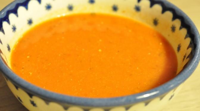 Nem og lækker krydret tomatsuppe med fløde