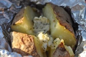 Bagekartofler - bagte kartofler i ovn med hvidløgssmør