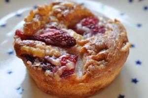 muffins med jordbær og marcipan