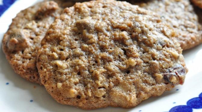Havregrynscookies med lakrids, nougat og tranebær