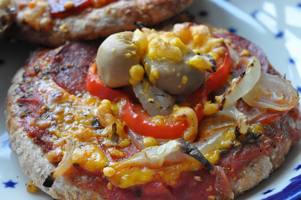 Lyn pizzaer med skinke og pepperoni