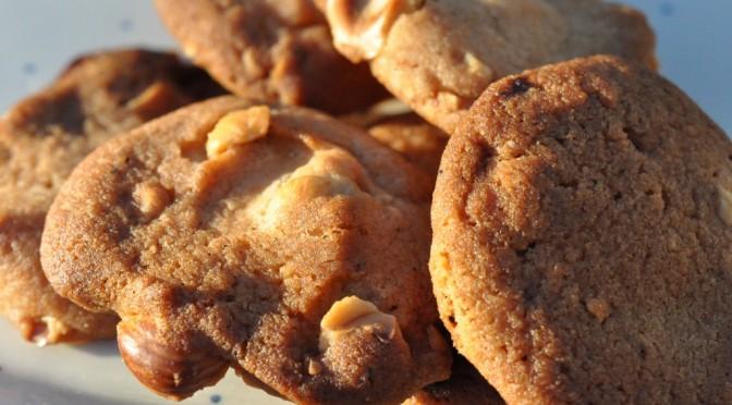 Sprøde cookies med agavesirup, ristede hasselnødder og marsbar