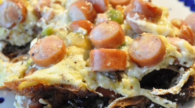 Lynhurtig æggekage med pølser, løg, champignon og peberfrugt | NOGET I OVNEN HOS BAGENØRDEN