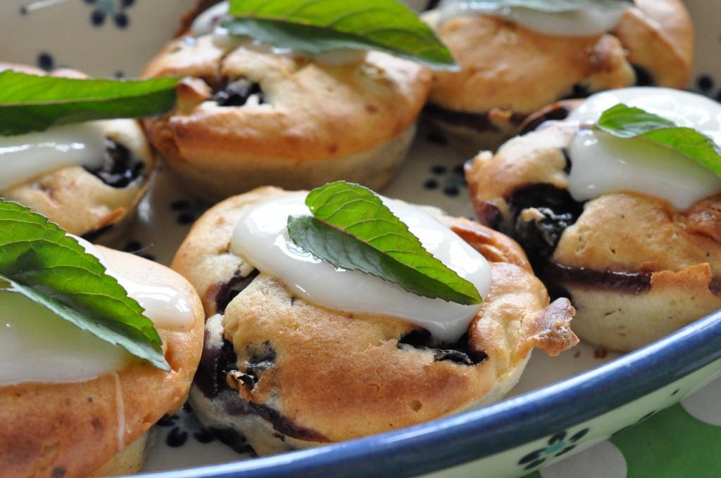 Blåbærmuffins med hvid chokolade & marcipan