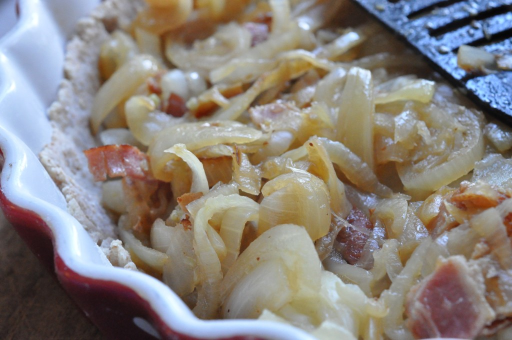 Fuldkornstærter med løg bacon og ost