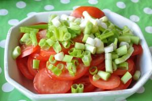 Tomatsalat med forårsløg