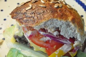 Bagenørdens bedste burgerboller med Manitobamel