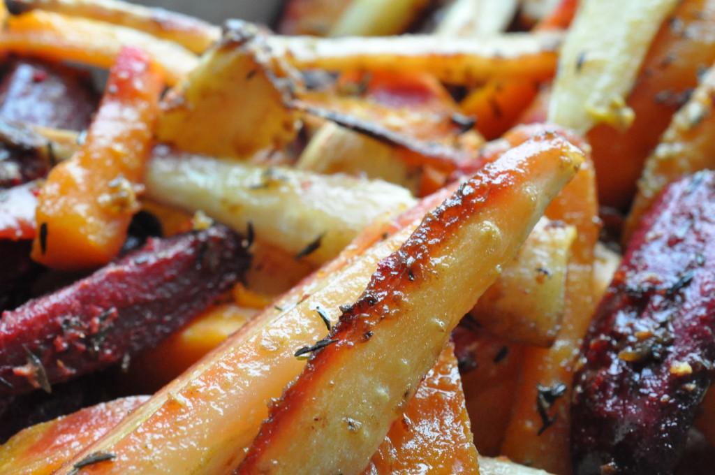 Bagte rodfrugter med sennep, honning og timian