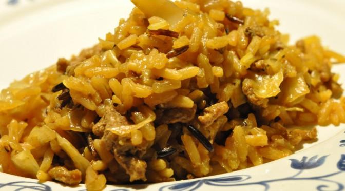 Risret med hvidkål, karry, svinekød, soya og kokosmælk