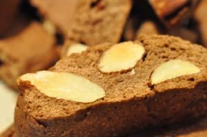 Sprøde smørbagte biscotti med appelsin, mandler og kakao