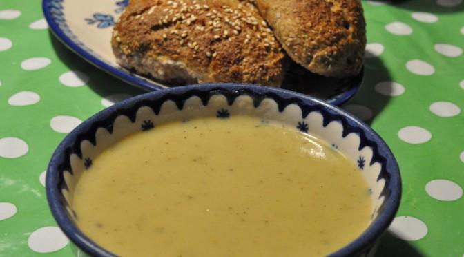 Lækker kartoffel/porresuppe med fløde og timian