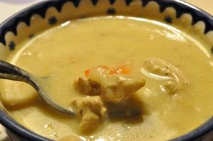 Suppe med svinekød, karry og grøntsager - opskrift