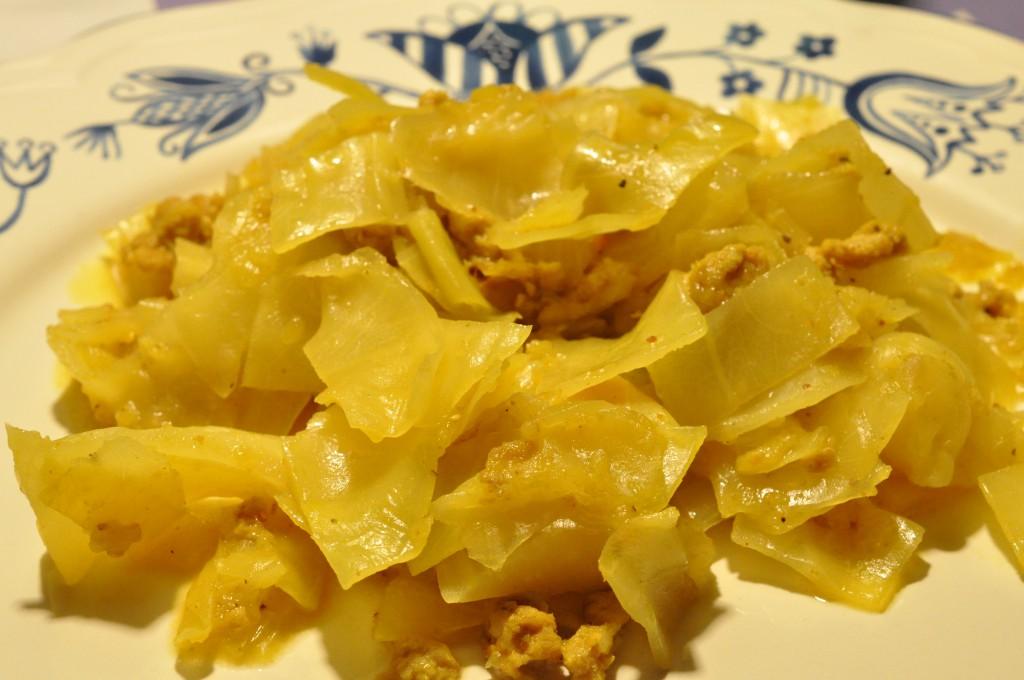 Lækkert Slankemad Karrykål Med Kyllingefars æbler Og Kokosmælk
