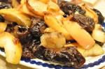 Sprød og lækker langtidsstegt andesteg med æbler og svesker
