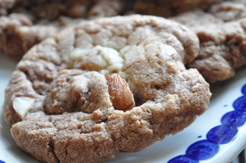 Lækre sprøde cookies med mandler og Nutella