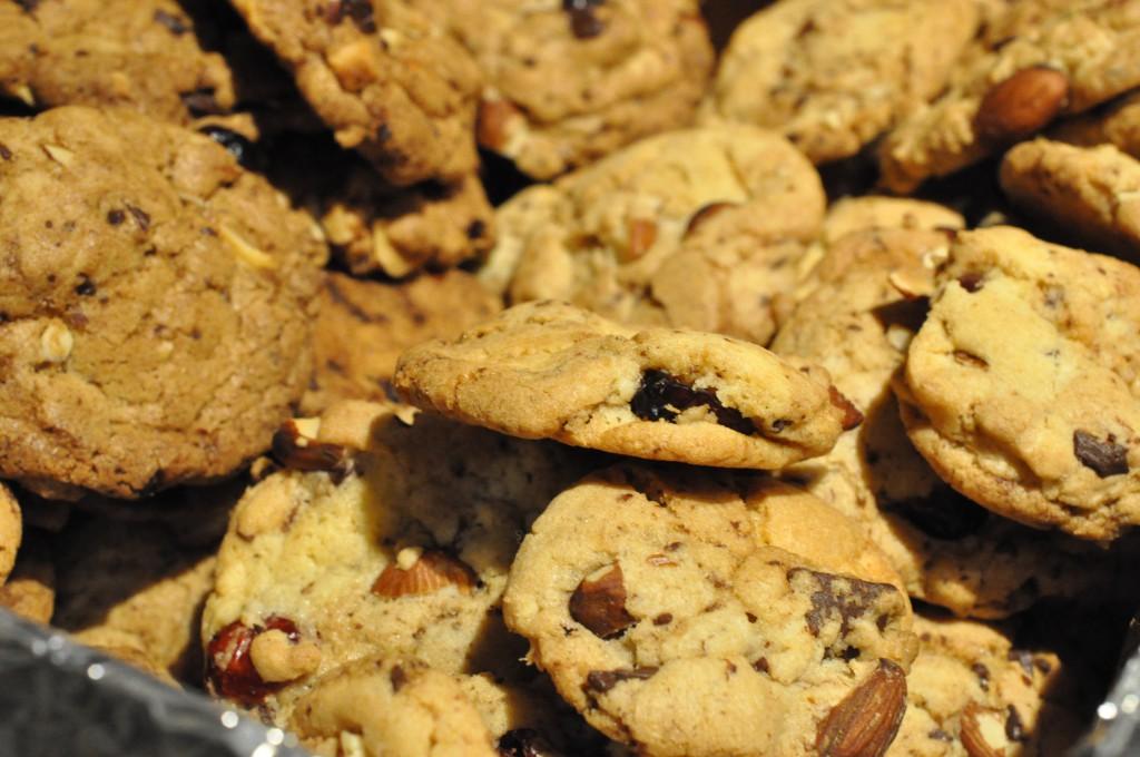 Fest cookies med tranebær, mandler, chokolade og lakrids