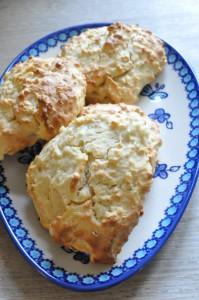 Søde scones med æble og havregryn