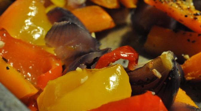 Pasta med marineret svinefilet og grillede grøntsager