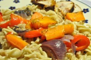 Pasta med svinefilet og grillede grøntsager