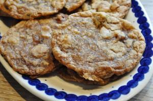 Cookies med lakrids, muscovadosirup og hasselnødder