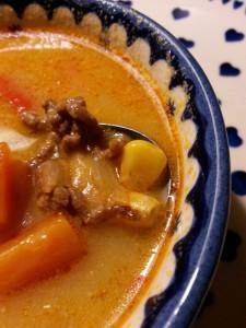 Krydret minestronesuppe med bacon og peberfrugt