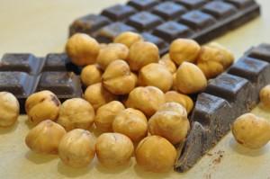 Sprøde chokoladesmåkager med farin og hasselnødder