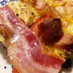 Lynhurtige pizzaer med skinke, løg, pølser og bacon