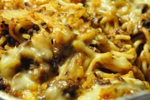 Gratineret pasta af spaghetti Bolognese