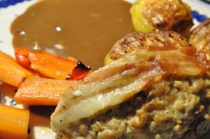 Forloren hare, hasselback kartofler og flødesauce