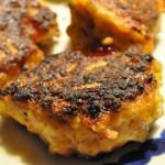 Krydrede kyllingefrikadeller med bruschetta og peberfrugt