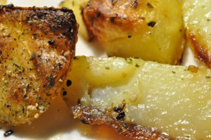 Sprøde pommes frites med hvidløgssalt