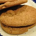 Hurtige kæmpestore cookies med farin og Kitkat