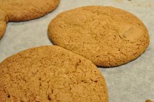 Kæmpe store cookies med farin og Kitkat