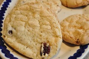 Nemme sprøde cookies med hvid chokolade og tranebær