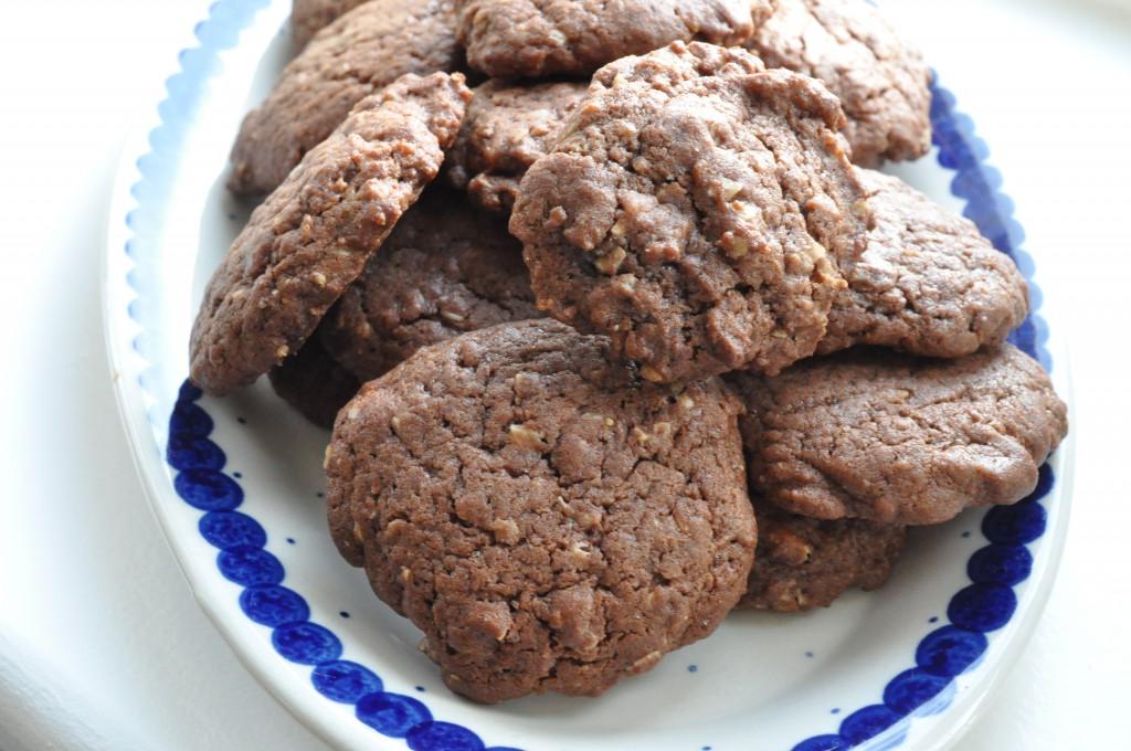 Chokoladecookies med farin og hvid chokolade