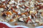 Toscakage med marcipan og nøddetopping